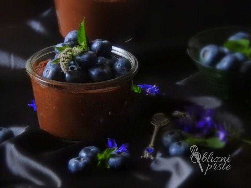 čokoladni mousse z borovnicami