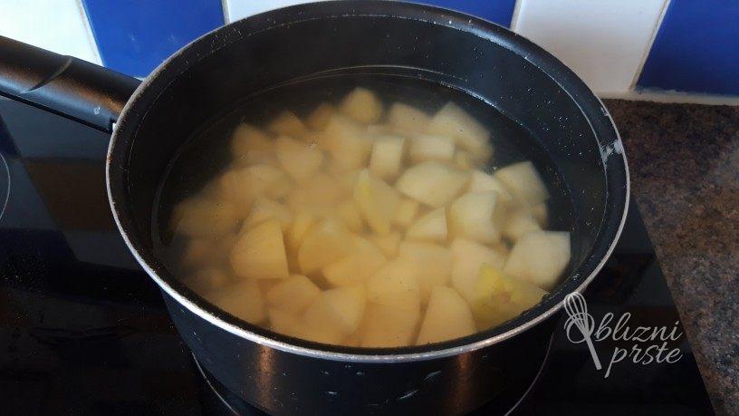 sveža krompirjeva solata z drobnjakom