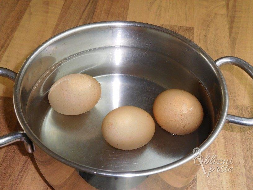 Vampi z jajci v solati
