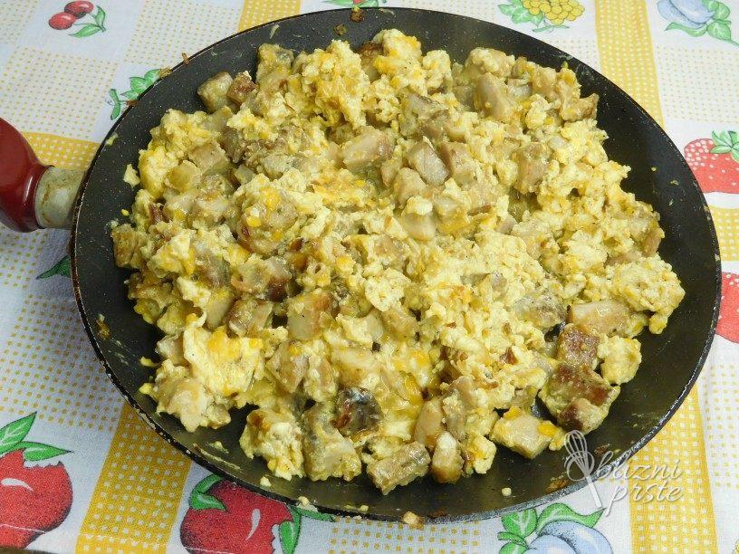 Meso iz žara z jajci