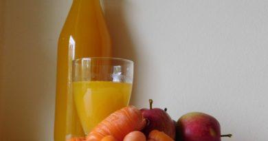 Domač korenčkovo jabolčni sok