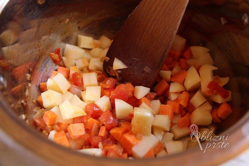 Enolončnica s krompirjem in stročjim fižolom