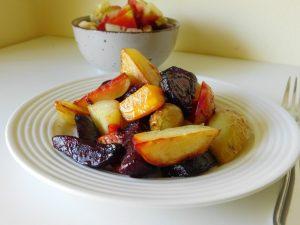 Pečen krompir z rdečo peso