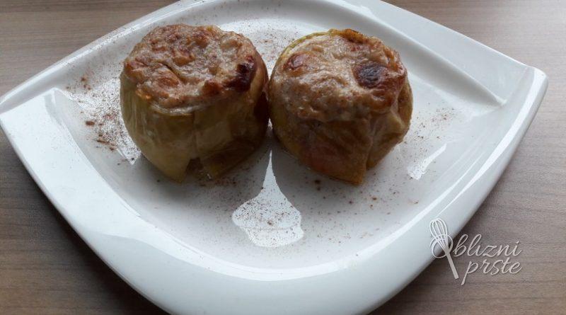 Pečena jabolka z medenimi mandlji
