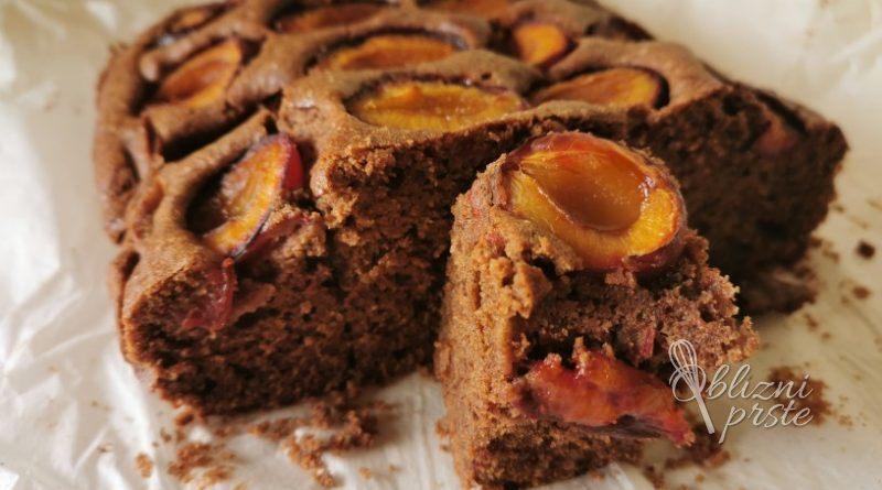 čokoladni biskvit s slivami