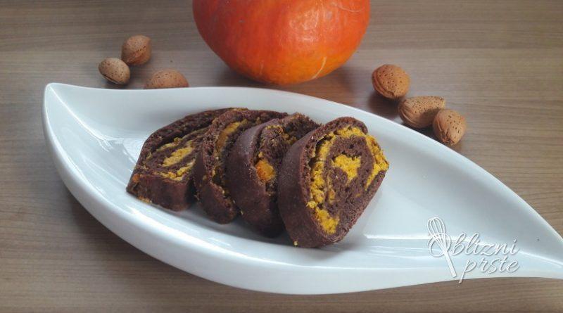 Čokoladna potica z bučo in mandlji