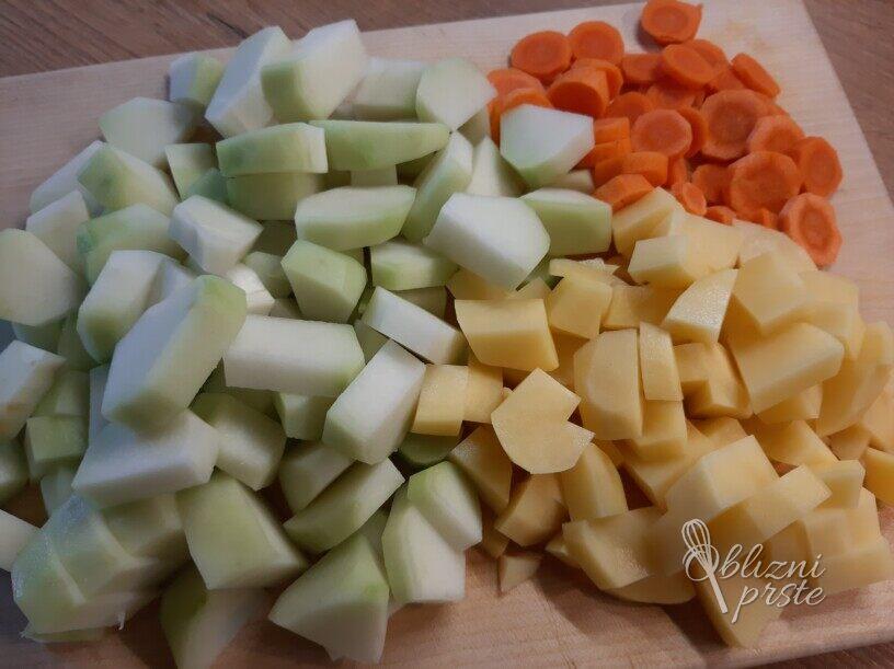 Juha iz čajote, korenčka in krompirja