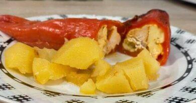 Polnjene paprike s piscancem in krompirjem