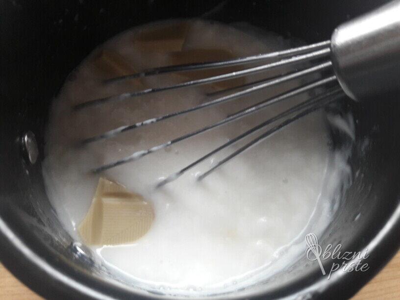 Bela vroča kokosova čokolada za vegane