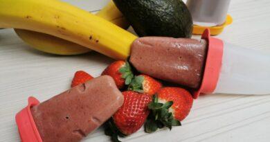 Domač jagodni sladoled z banano in avokadom