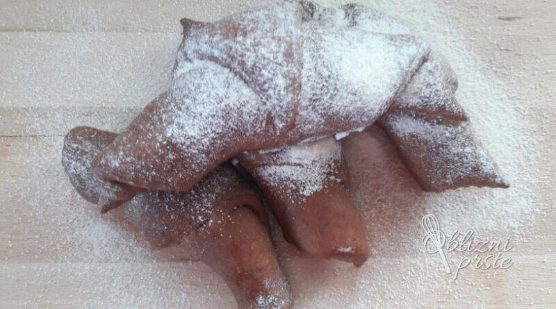 Čokoladni rogljički z vanilijevim pudingom