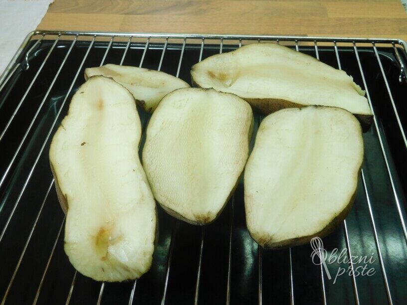 Sladek krompir, nadevan in pečen v pečici