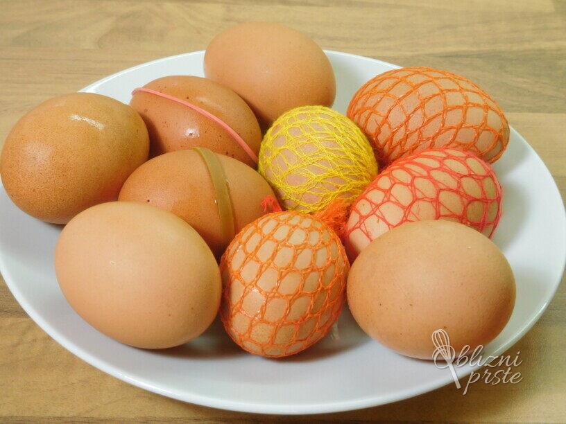 Velikonočni pirhi z naravno barvo - orehovi listi