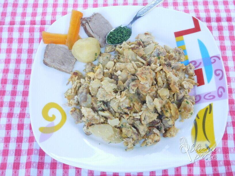 Pražen krompir z govedino in jajci