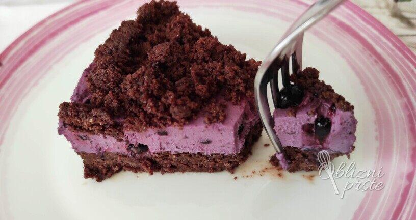 Brownie kolač z borovničevo kremo