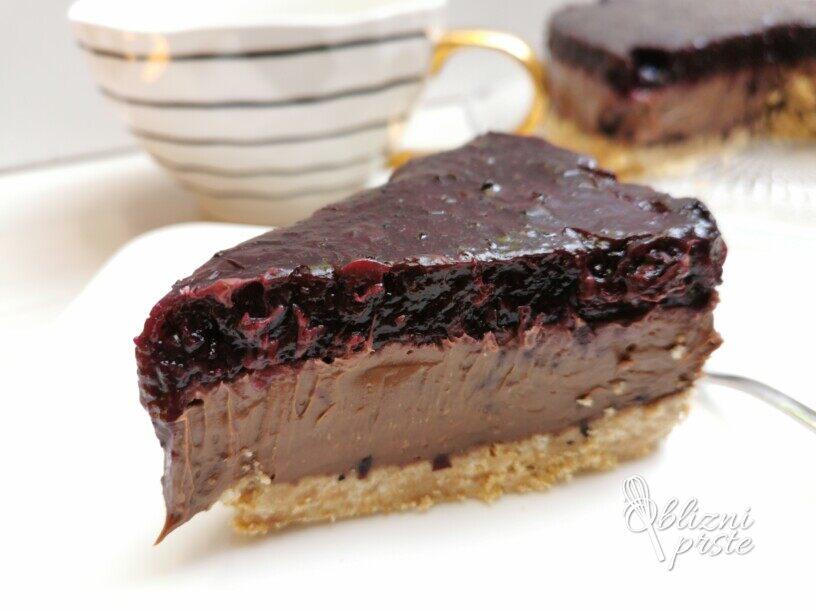 Čokoladno borovničeva torta brez peke