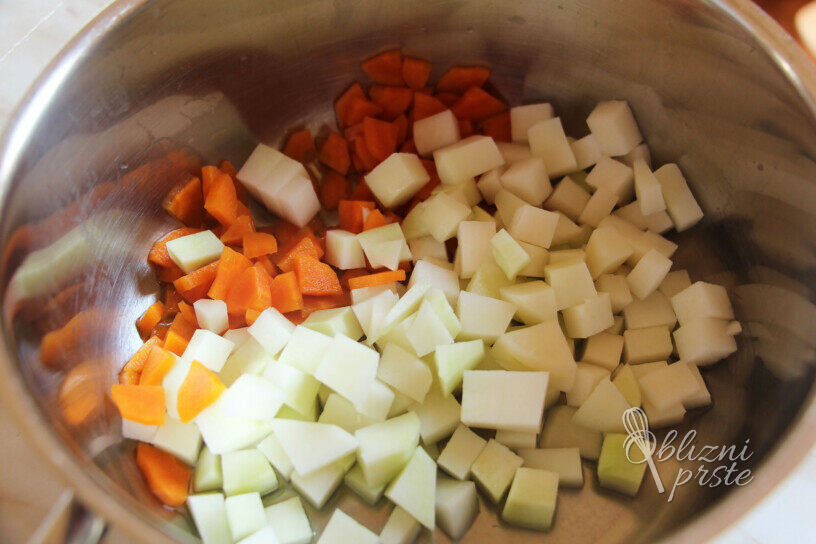 Kremna zelenjavna juha s šparglji