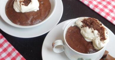 Jabolčna čežana s čokoladnim pudingom