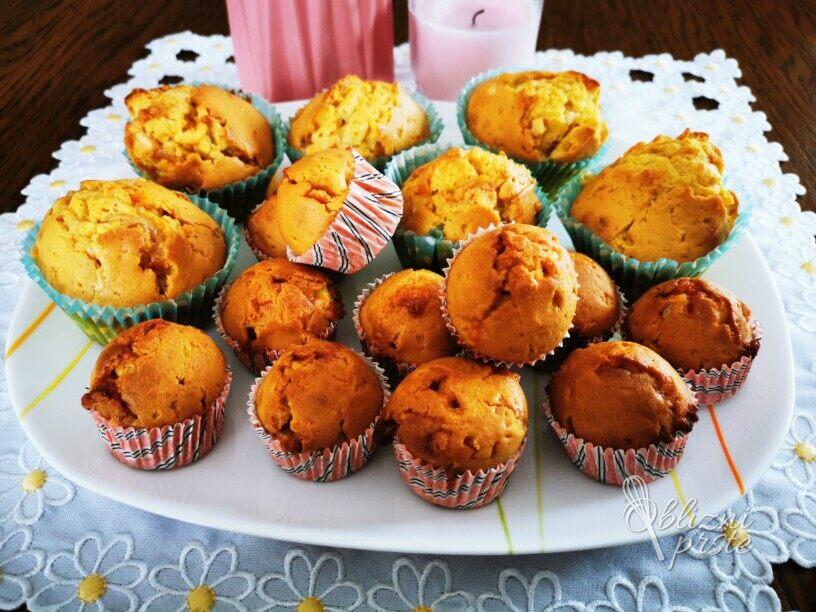 Muffini z belo čokolado in kandirano pomarančo