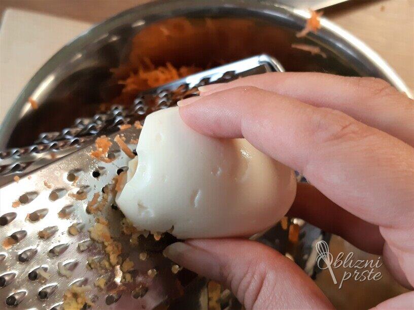 Masleni namaz s korenčkom in drobnjakom