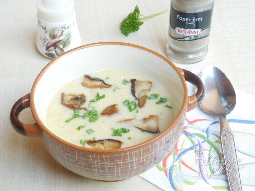 Jurčkova kremna juha s kislo smetano