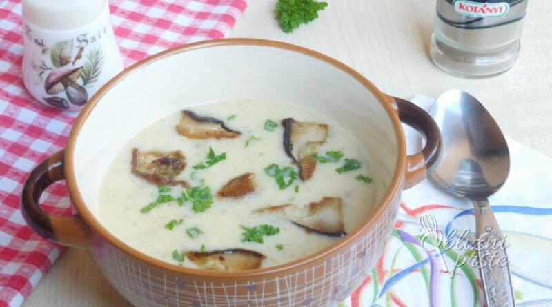 Kremna juha z jurčki in kislo smetano