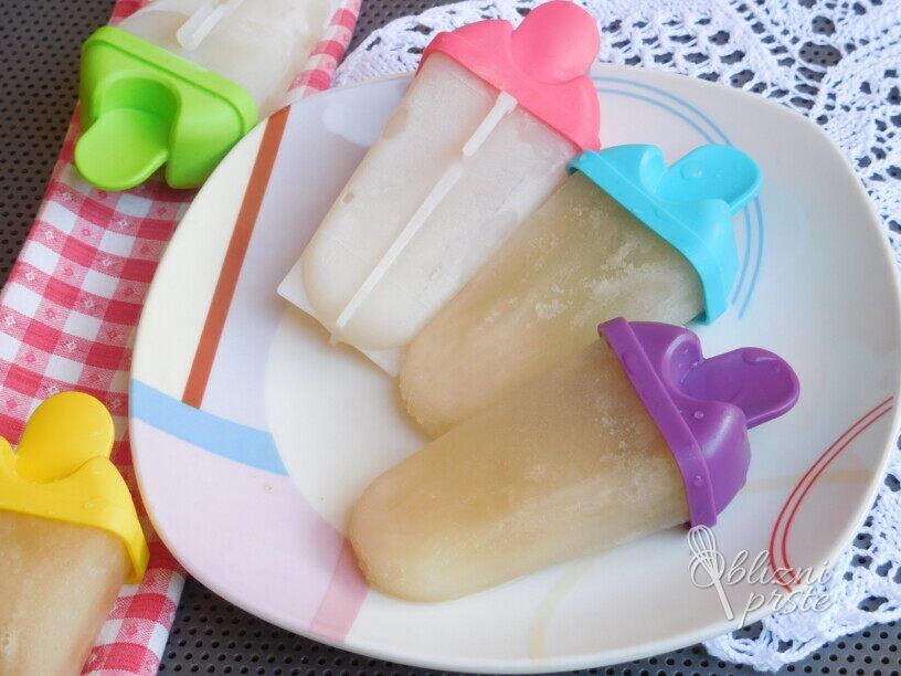 Limonina ledenka z bezgovim sirupom