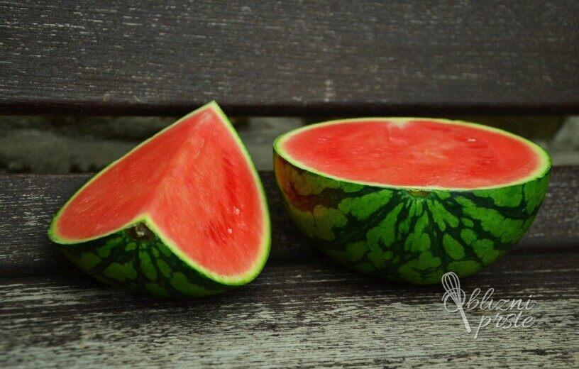 Kako najenostavneje razrezati lubenico?