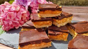 Slastne kocke z arašidovim maslom in čokolado