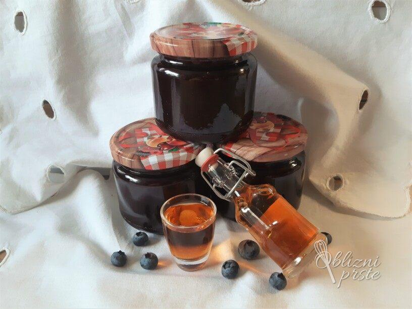 borovničeva marmelada z rumom