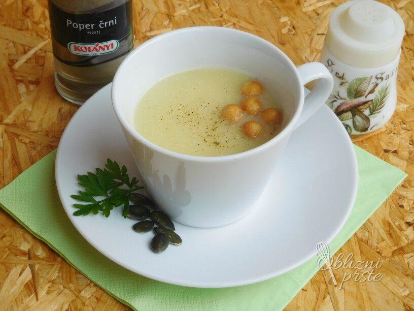 Bučna juha z maslom