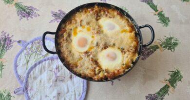 Zapečena jajca z zelenjavo