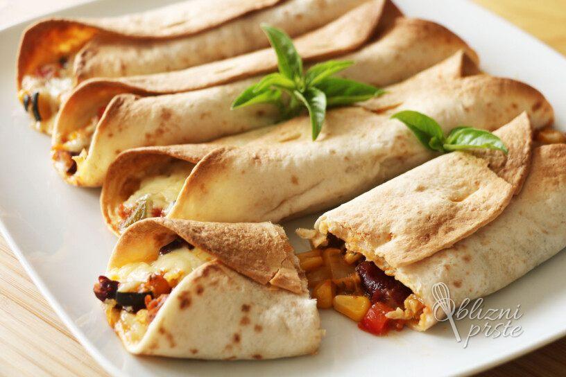 zapečene tortilje z zelenjavno-mesnim nadevom