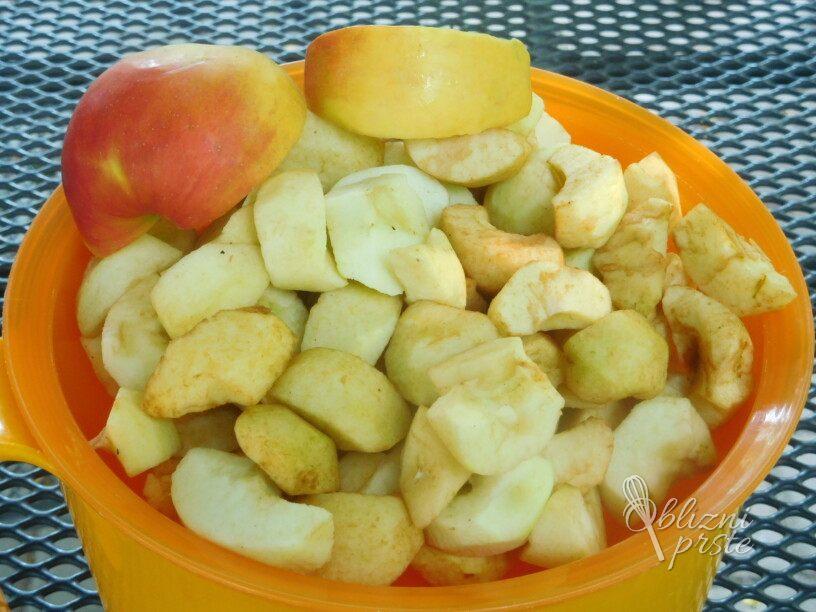 Jabolčna čežana s sladko smetano