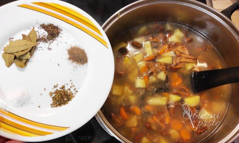 Gobova juha s krompirjem in korenčkom