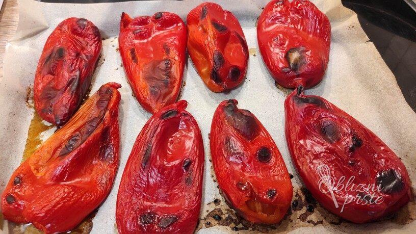 Pečene paprike s česnom