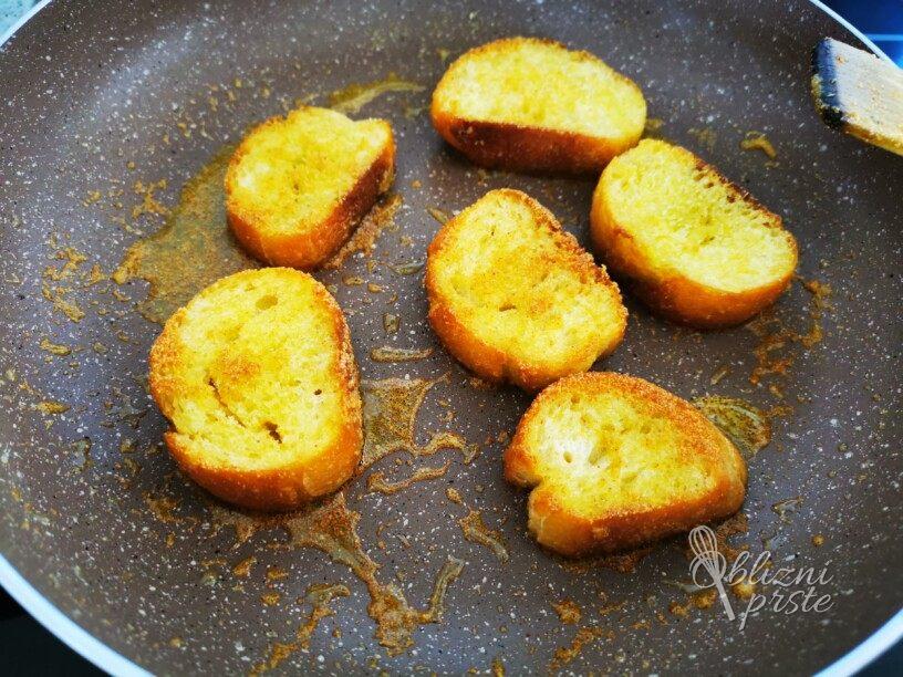 Popečeni kruhki s česnom