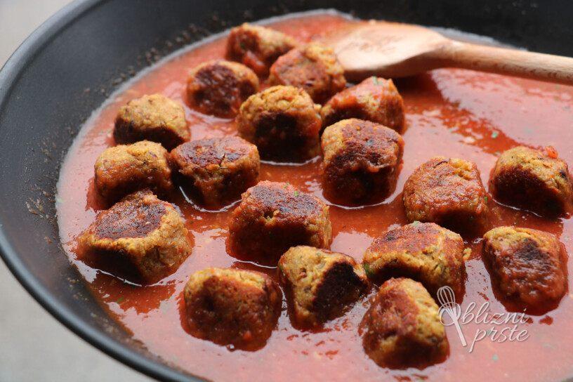 Veganske kroglice v paradižnikovi omaki