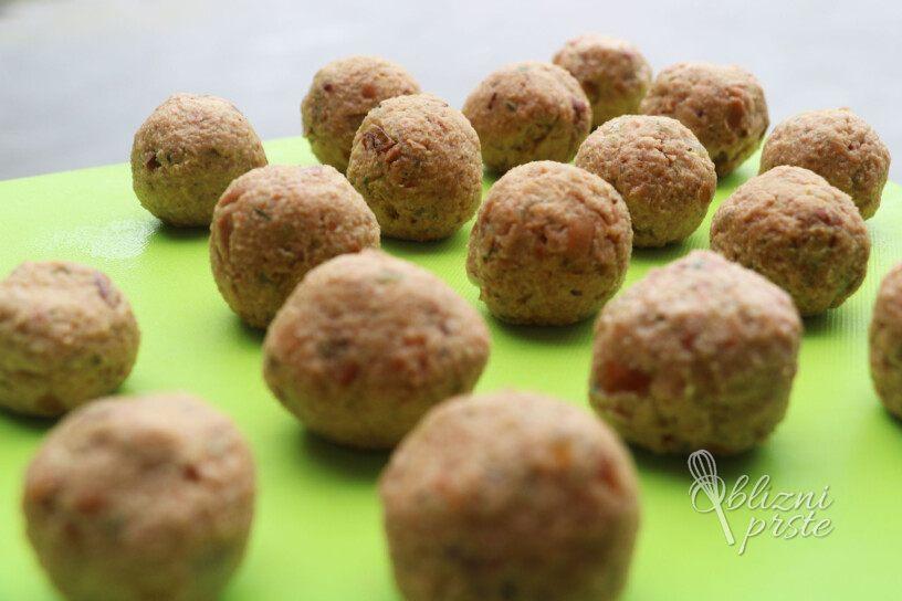 veganske kroglice v paradižnikovi