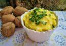 Hrustljav in puhast pire krompir s čebulo
